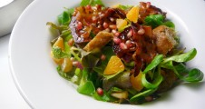 Mixed salad leaves with candied bacon and clementines